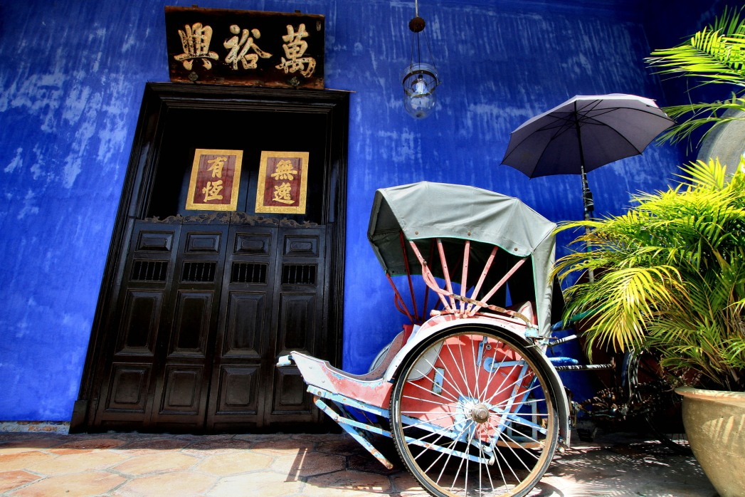 blue painted wall and tuk tuk in Georgetown in Penang