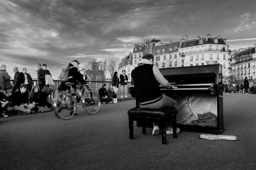 Pianist in streets of Paris